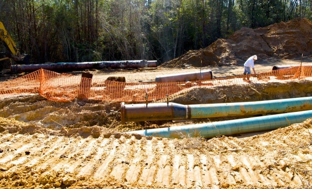 BigCreekLake_oilpipeline3214g