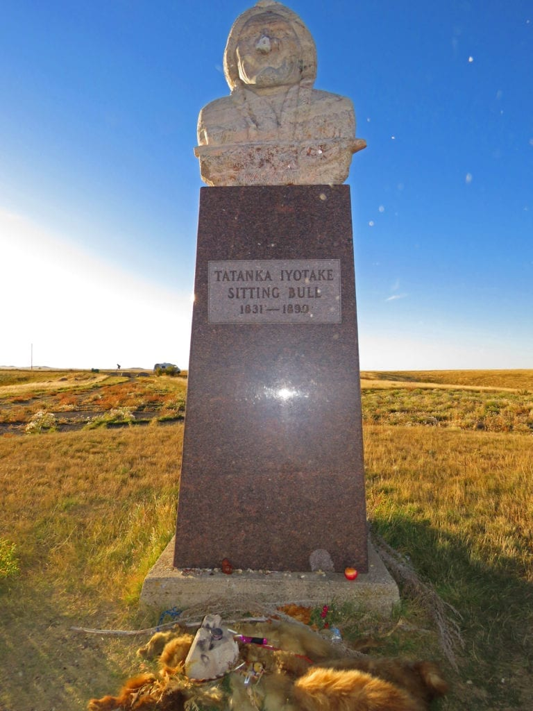 Sitting_Bull_monument1a